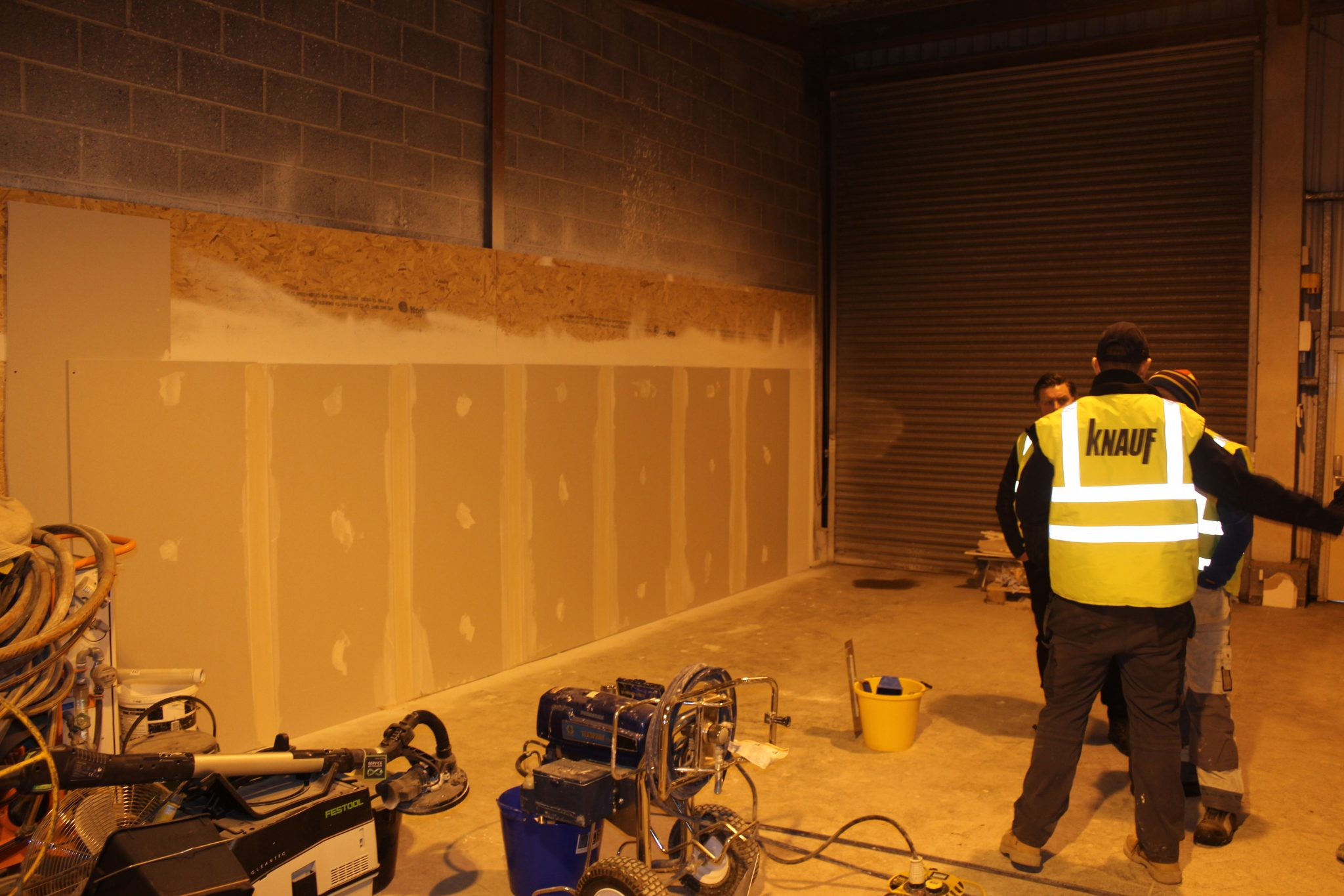 A Day With Knauf Airless Plaster - Plasterers News
