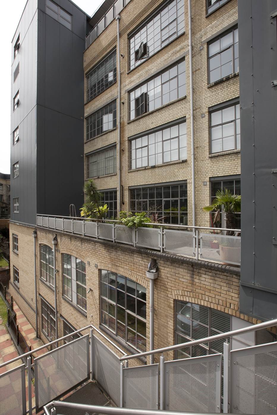 Akzonobel Paints Help Transform Factory Into Modern Living Space